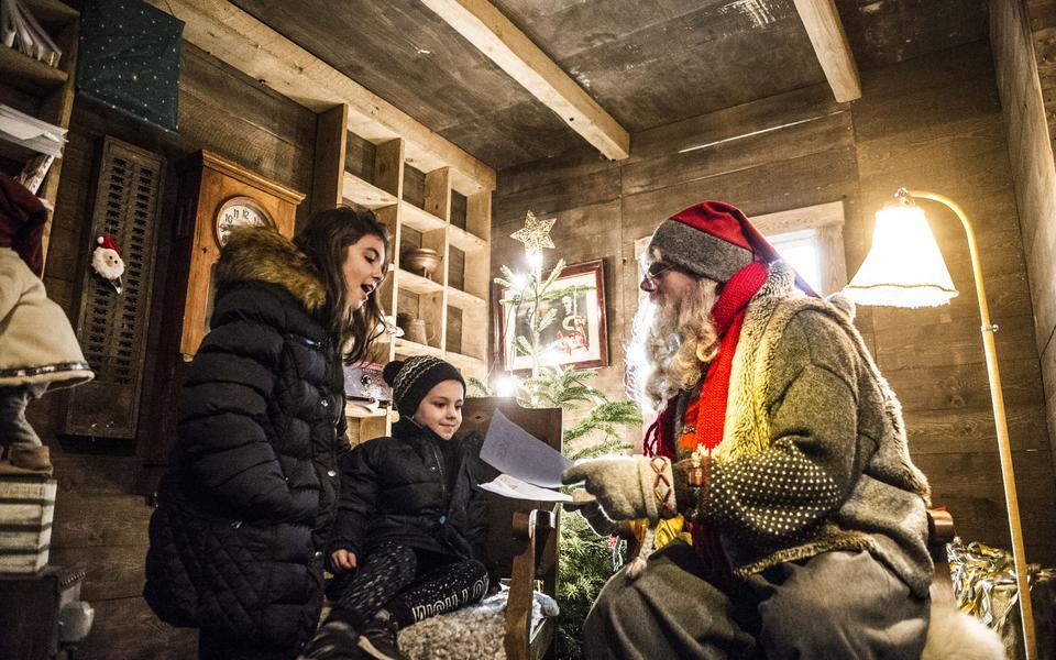 d493b1697ae4 Angelina och David Veljanovska var två av alla barn som träffade tomtefar  under premiärhelgen på Jul på Liseberg. Bild: Anna Svanberg