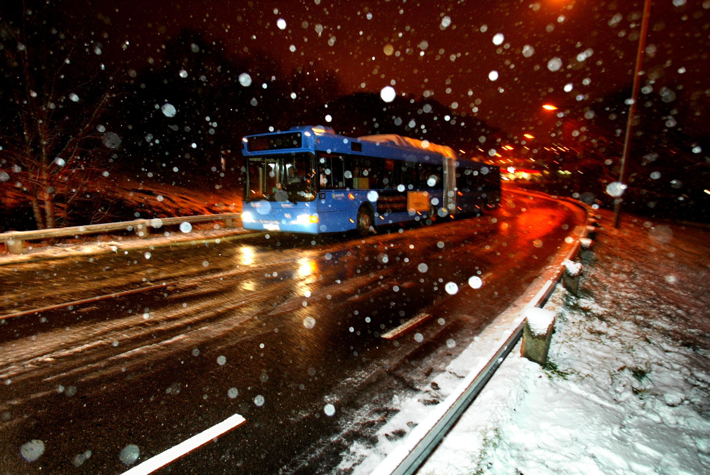 Munskydd på bussen dämpar ångesten