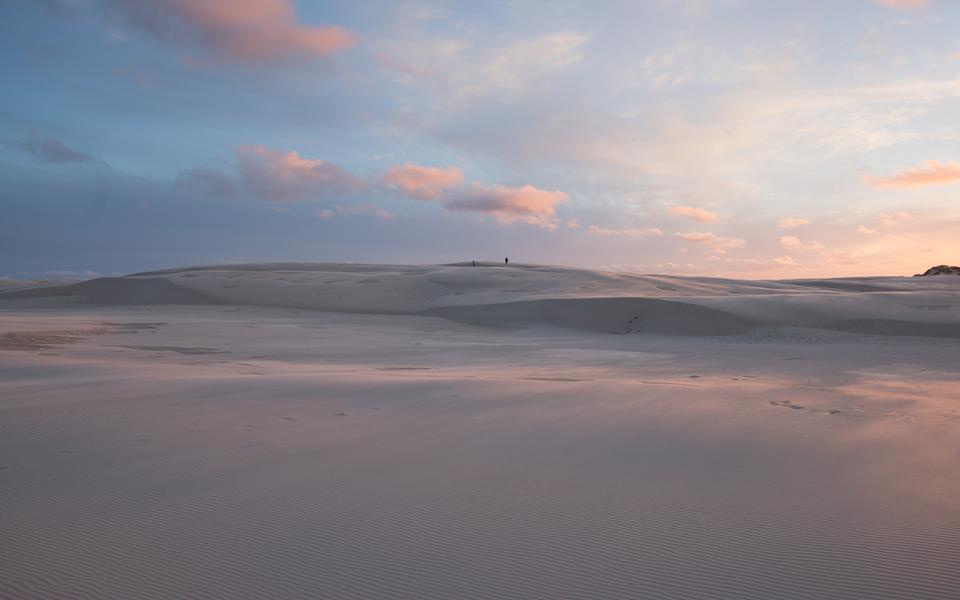 Råbjerg Mile är en 41 meter hög vandrande sanddyn.