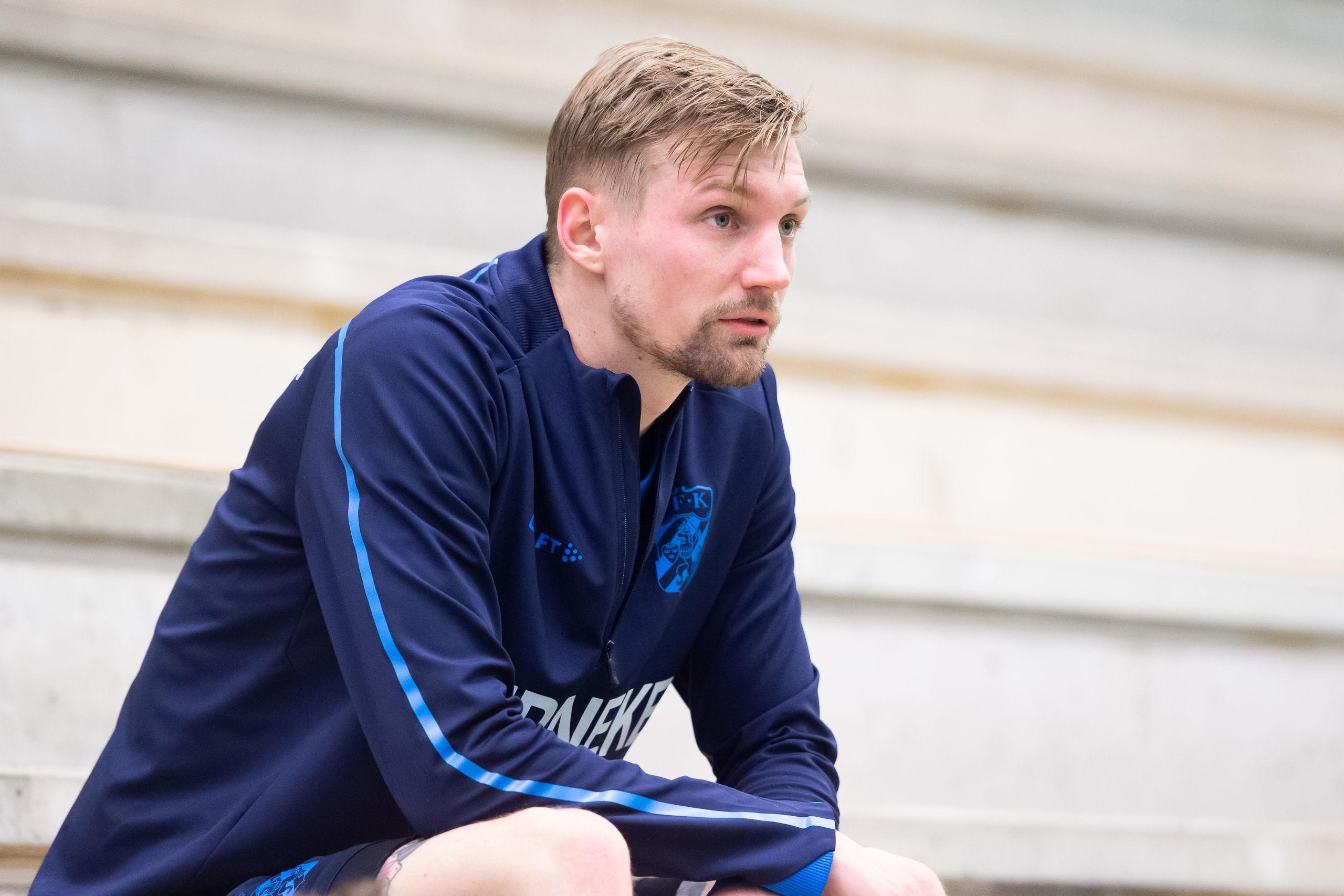 Eriksson tränar med Bl��vitt igen