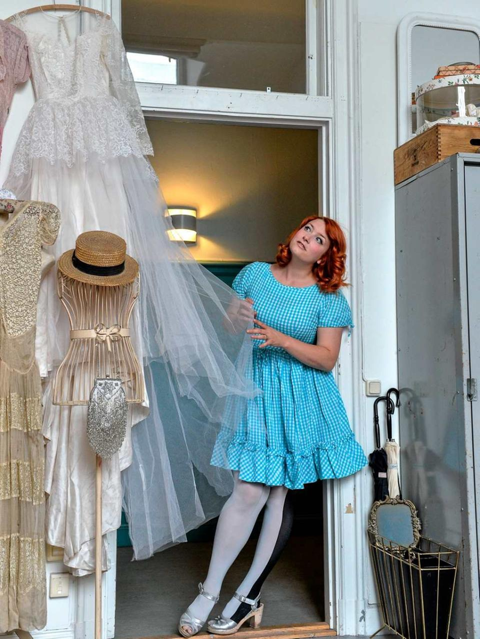 06e237319d12 Elsa Billgren i sin ateljé där hon tillbringar större delen av sin tid.