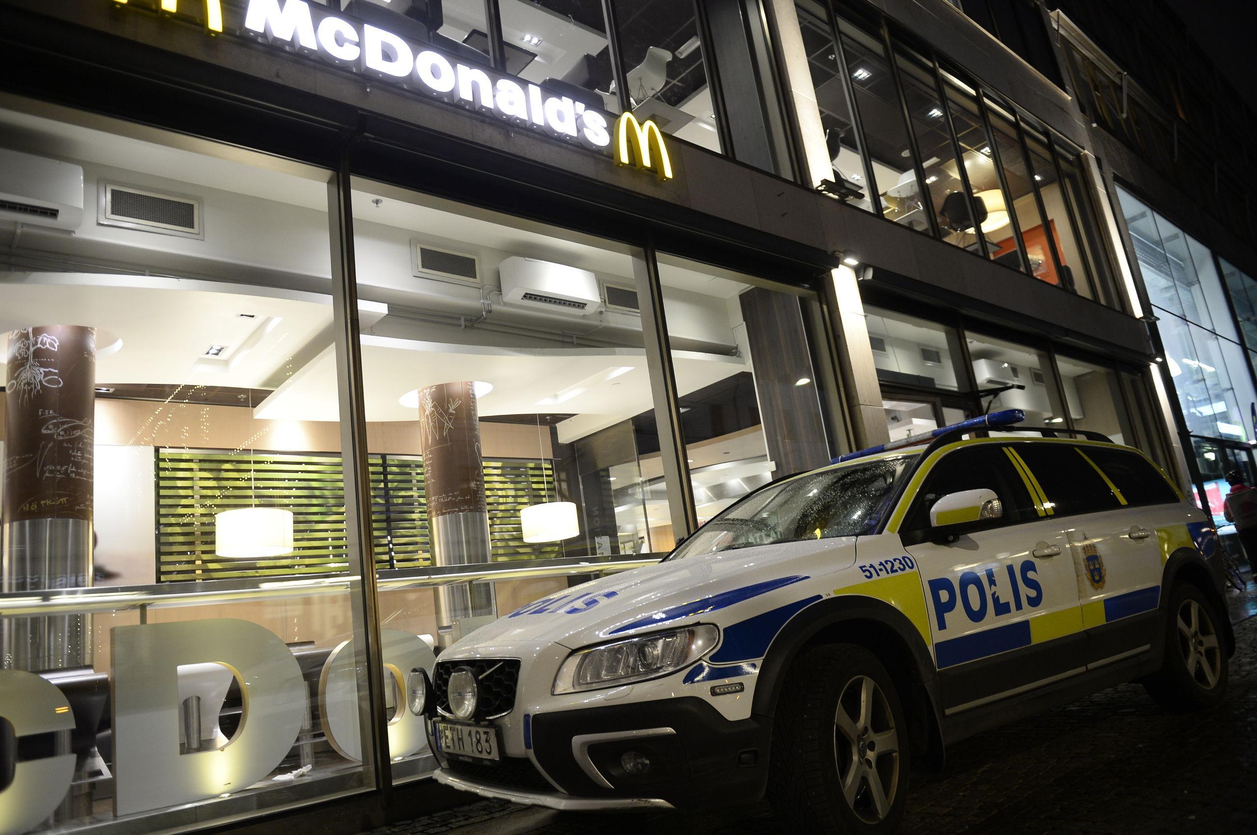 Polis larmades till McDonalds efter larm om födsel