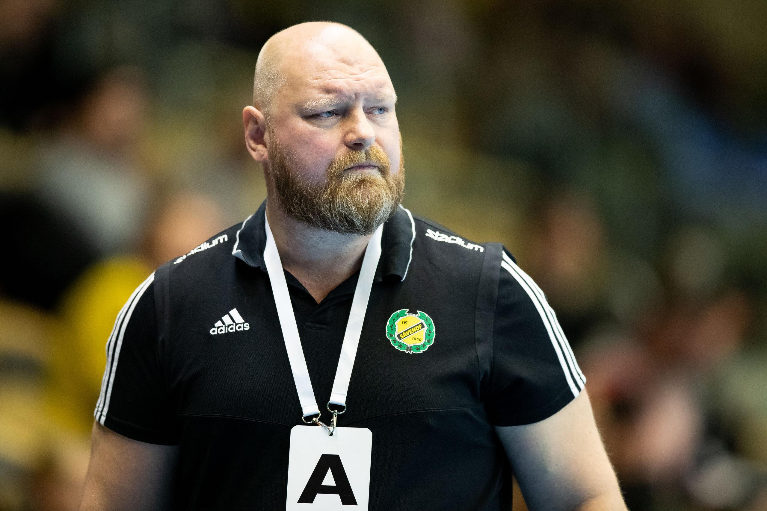 Vild domarilska i Sävehof – tränare Peter Möller fick rött kort
