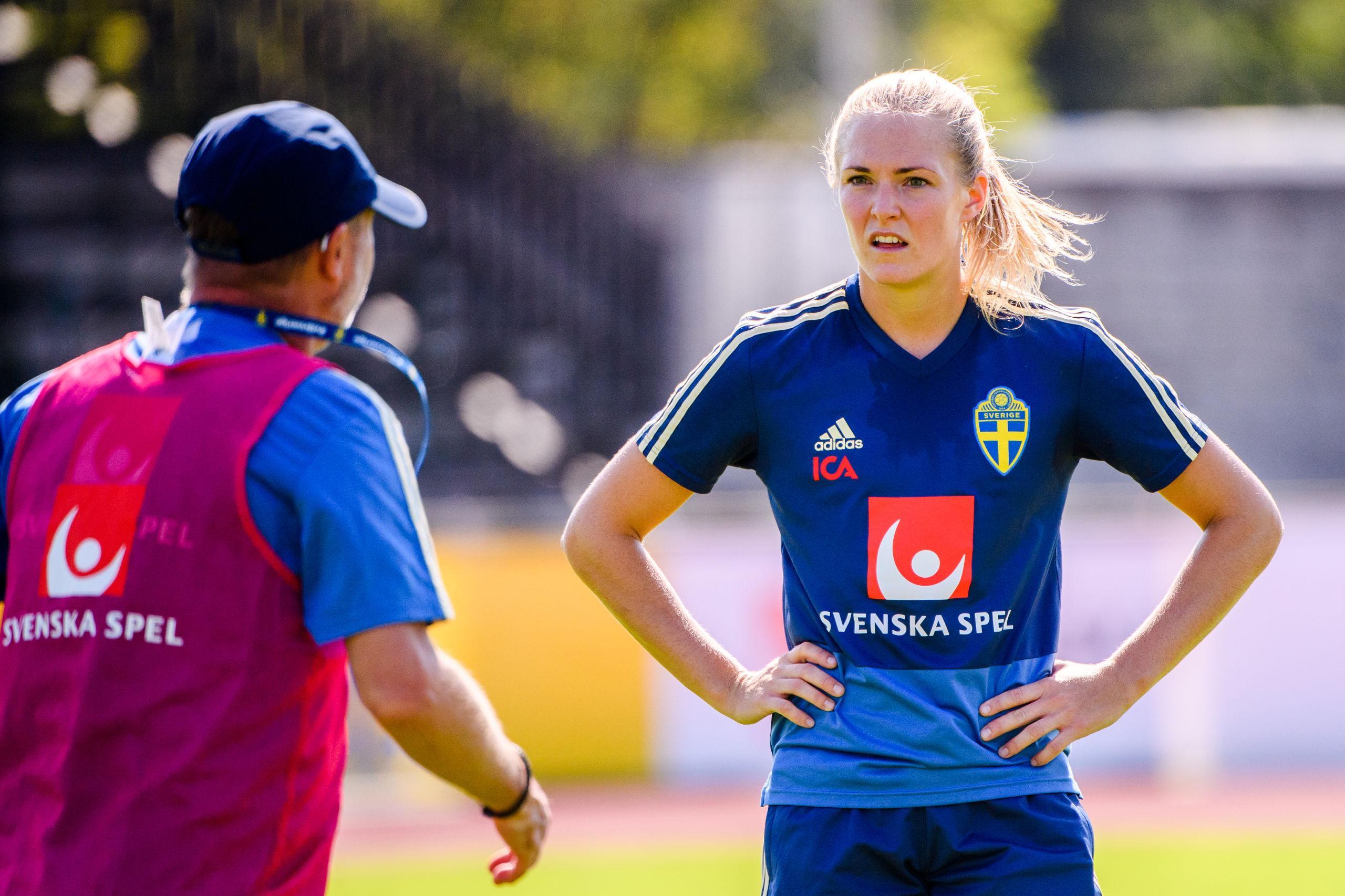 Magdalena Eriksson hemma i Sverige – får inte träna med svenskt lag