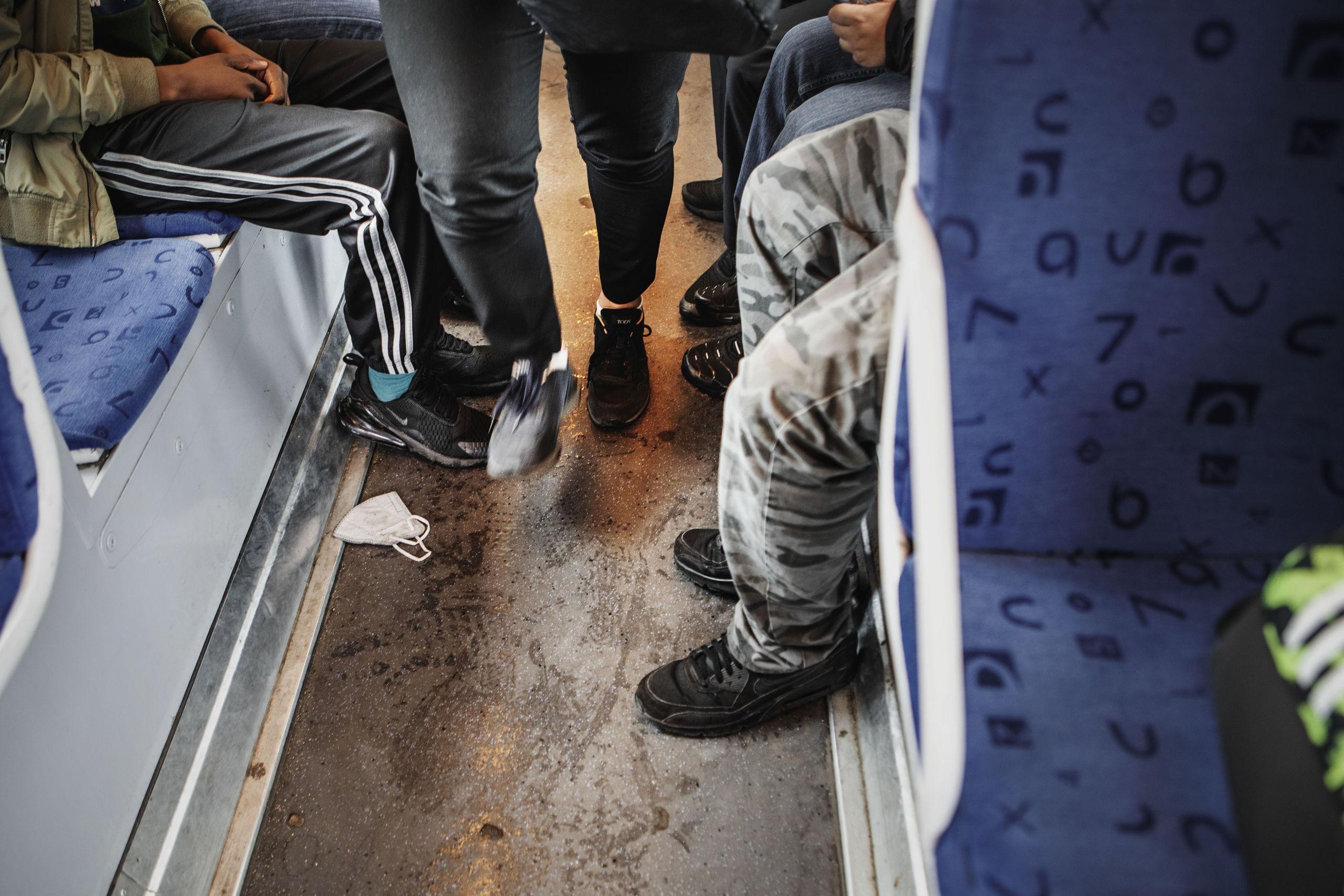 Trångt i kollektivtrafiken – trots Folkhälsomyndighetens skarpa uppmaningar till Västtrafik