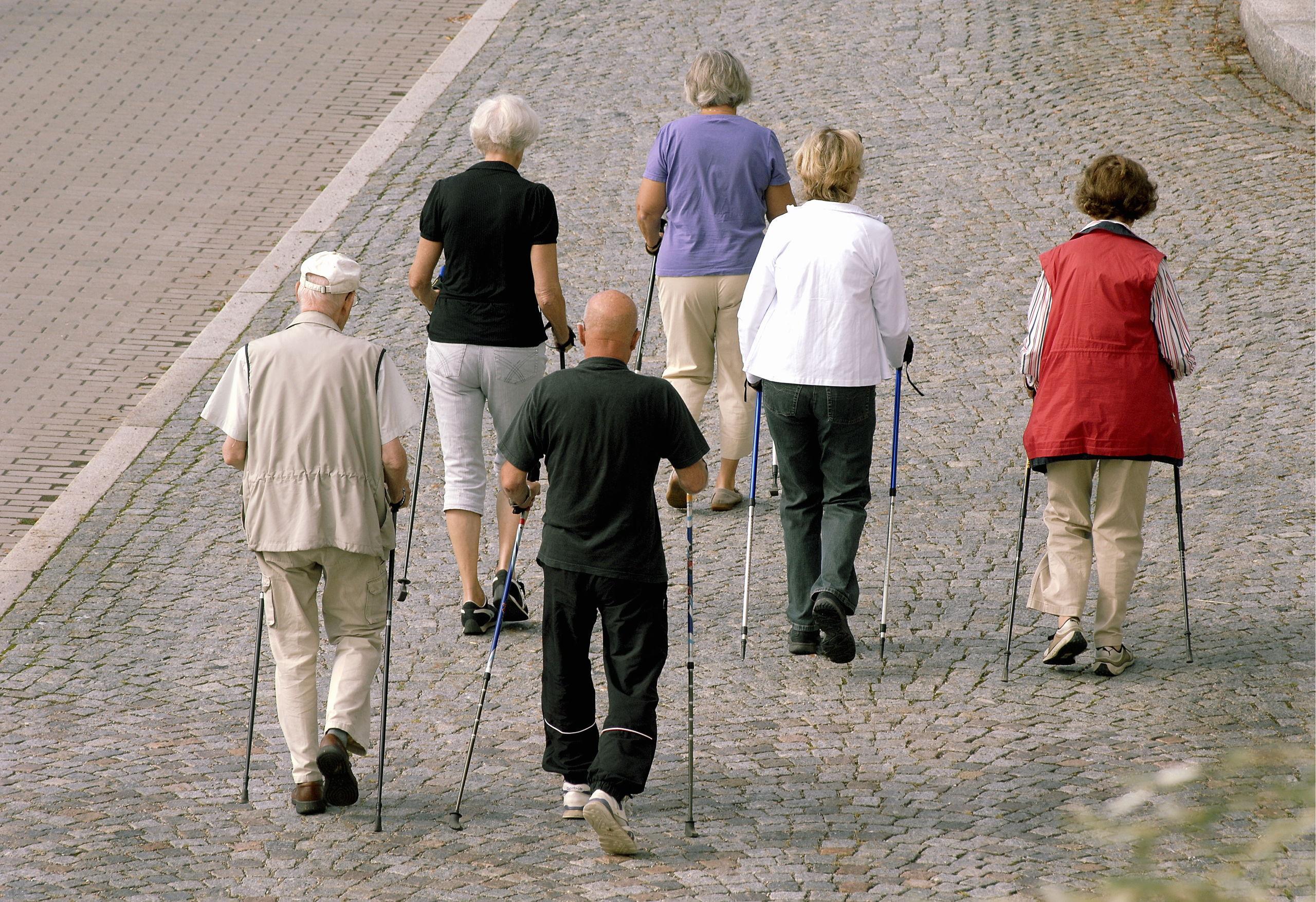 Coronaråden till äldre kan mildras i veckan