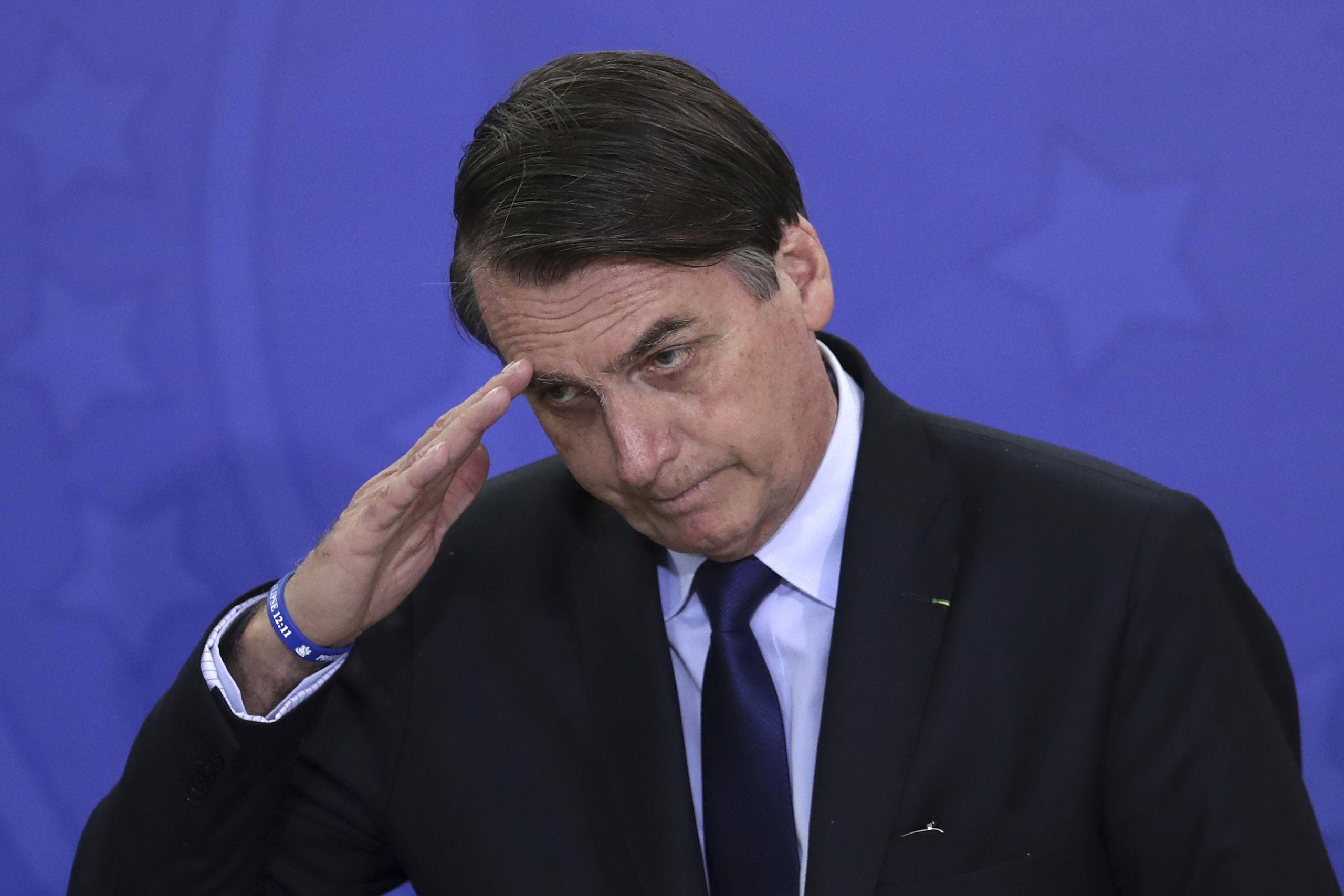 Brasiliens president vill tillåta fotboll