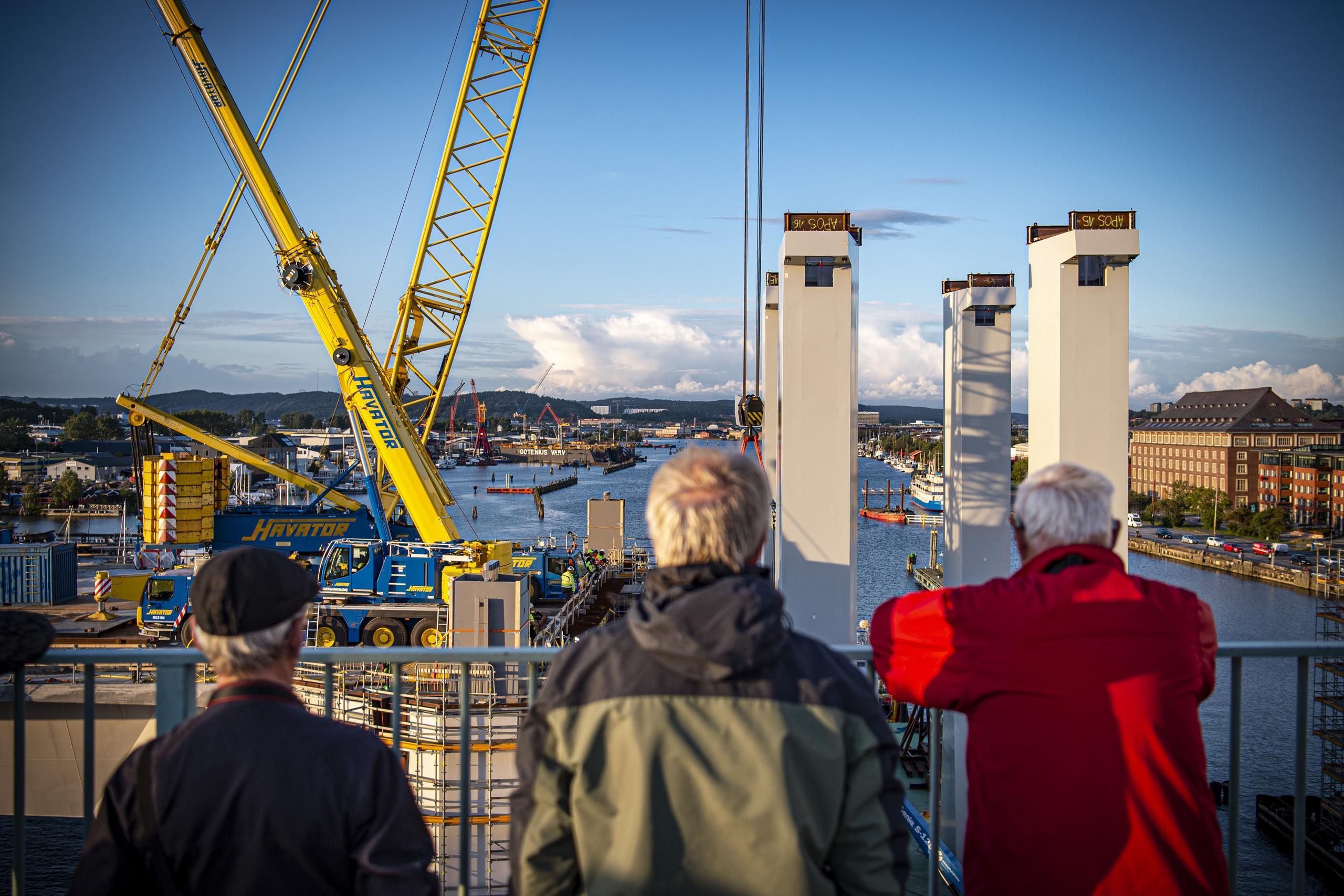 Ny fas i arbetet på Hisingsbron – pylonerna monteras