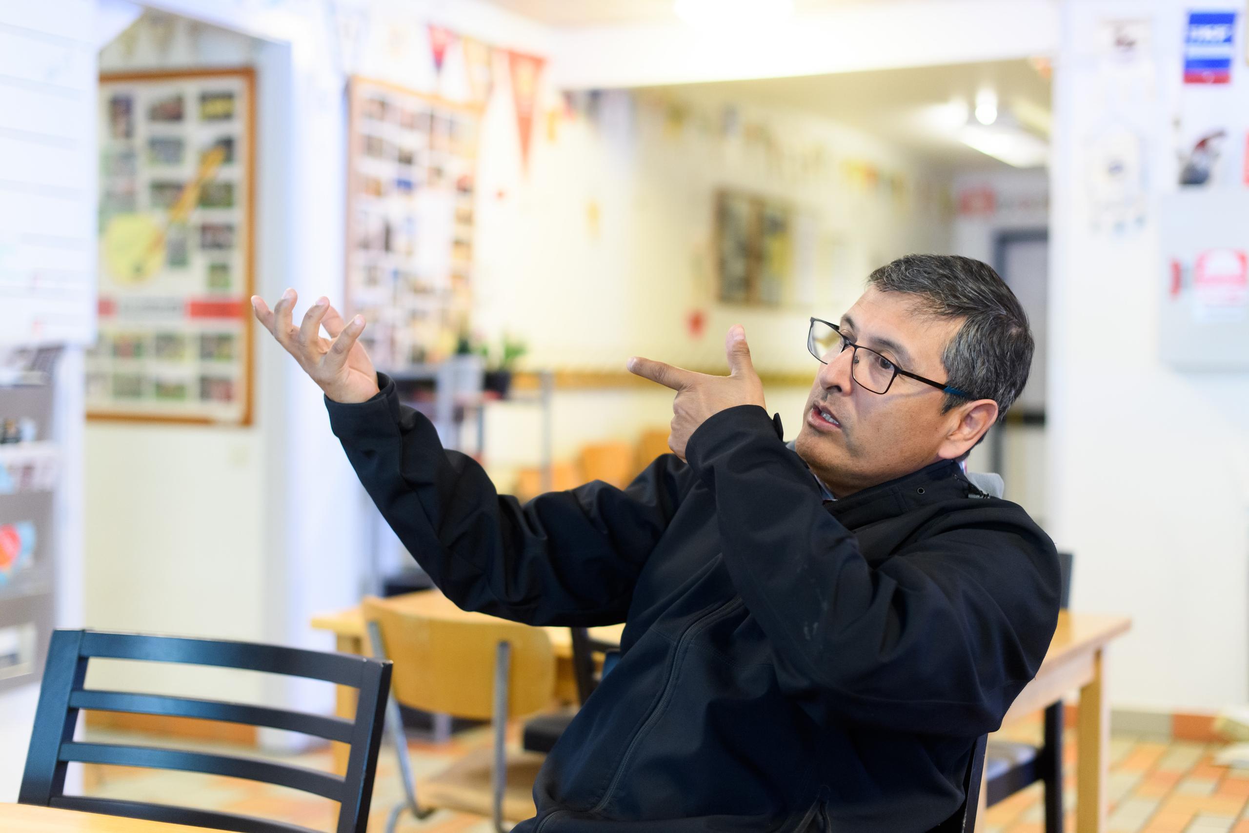 Tito Rojas såg vänner skjutas av polis – vill motverka våldet i Göteborg