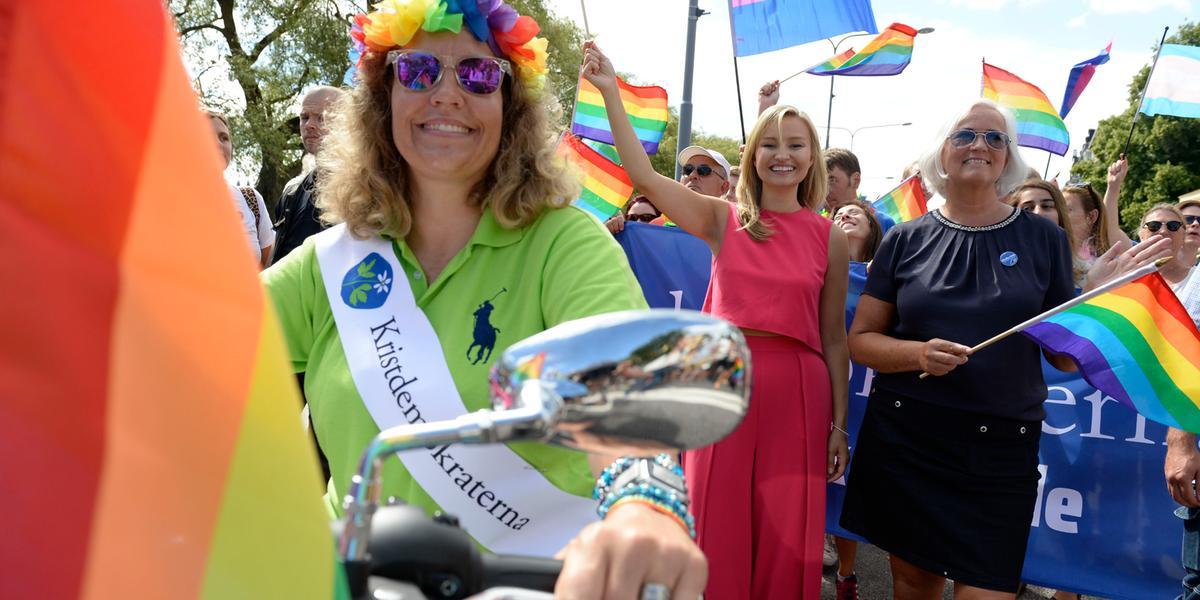 Prideparaden: Polis från hela länet har kallats in