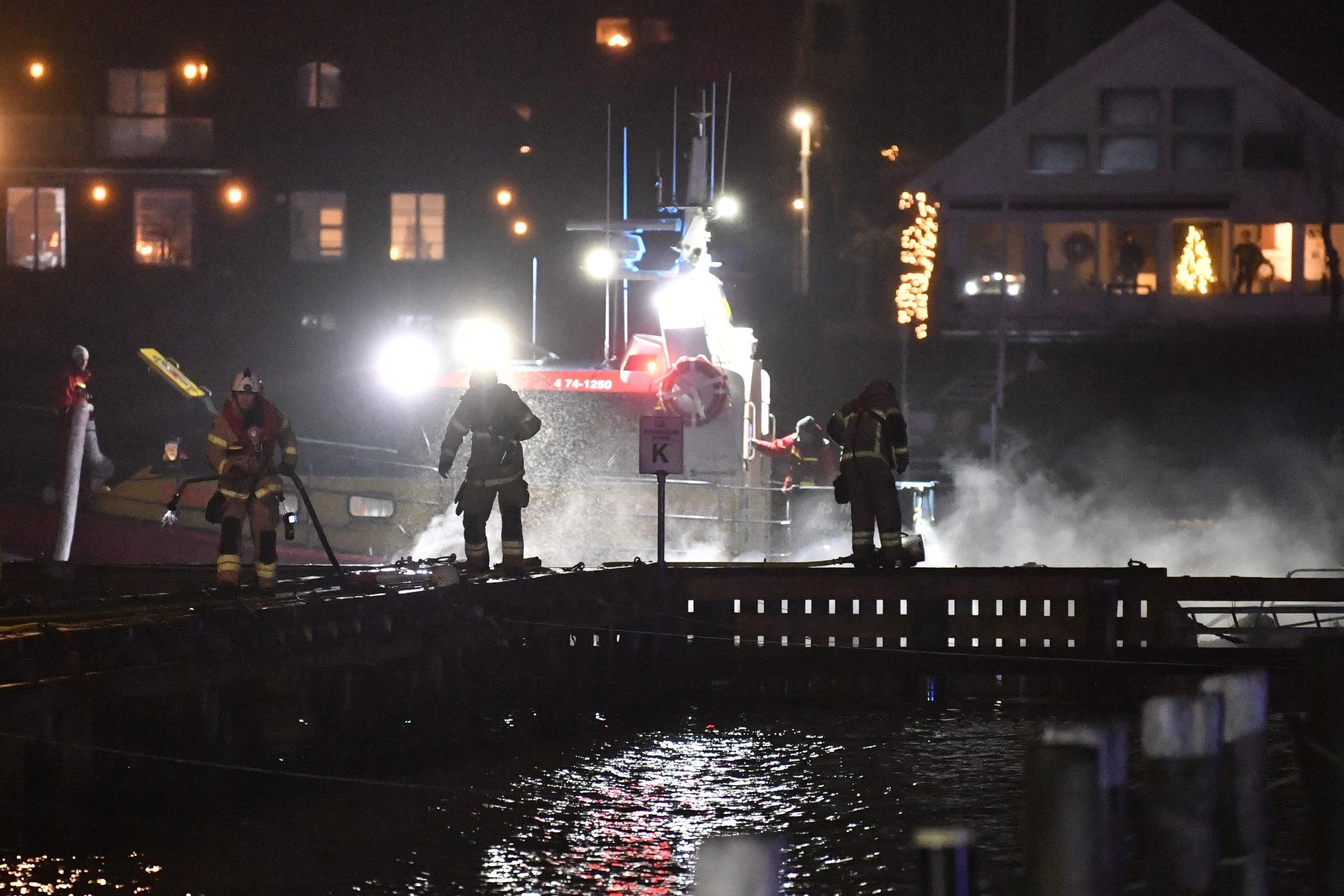 Segelbåt i brand vid Hinsholmen