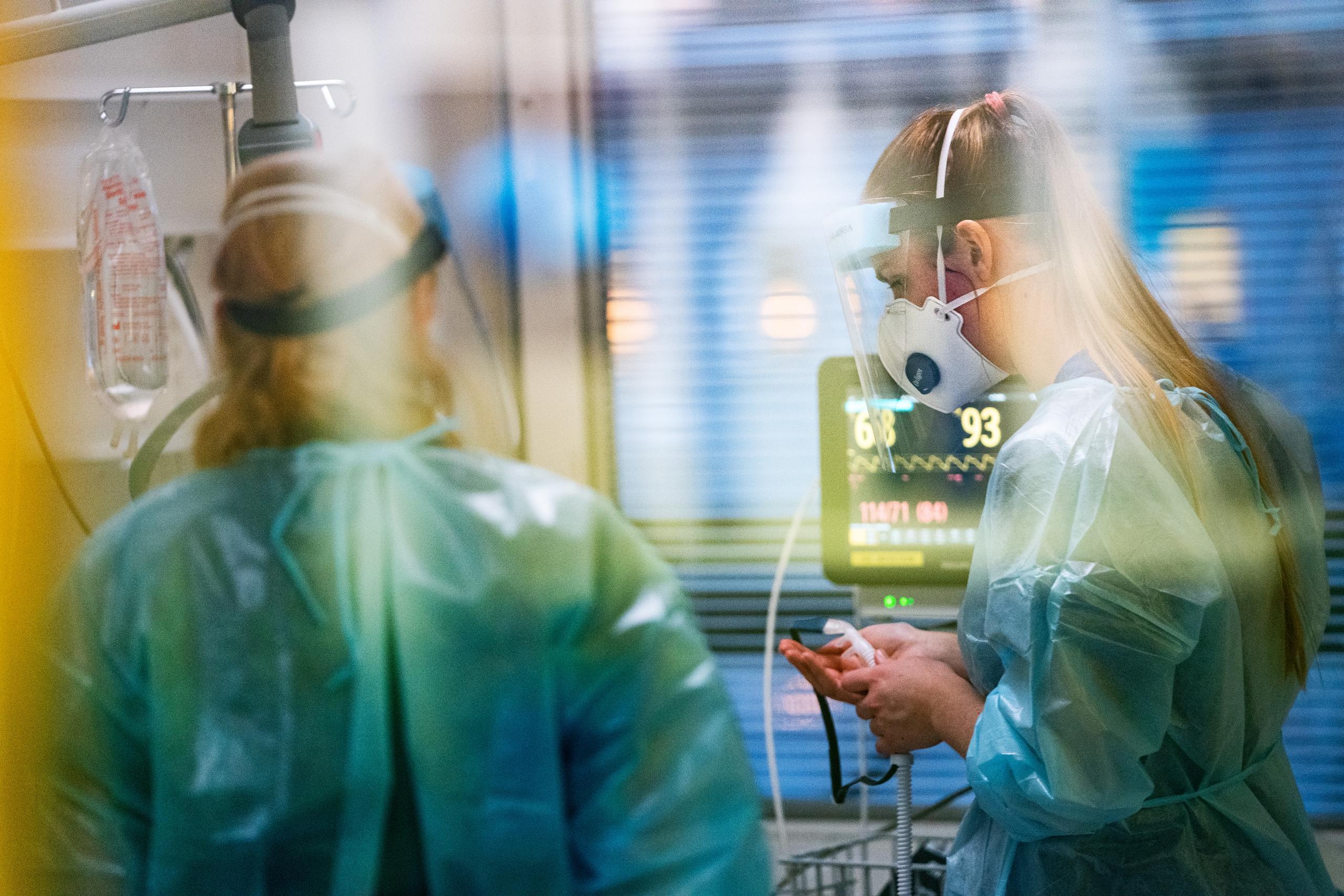 Ge sjuksköterskorna lika hög lön som fotbollsproffsen!