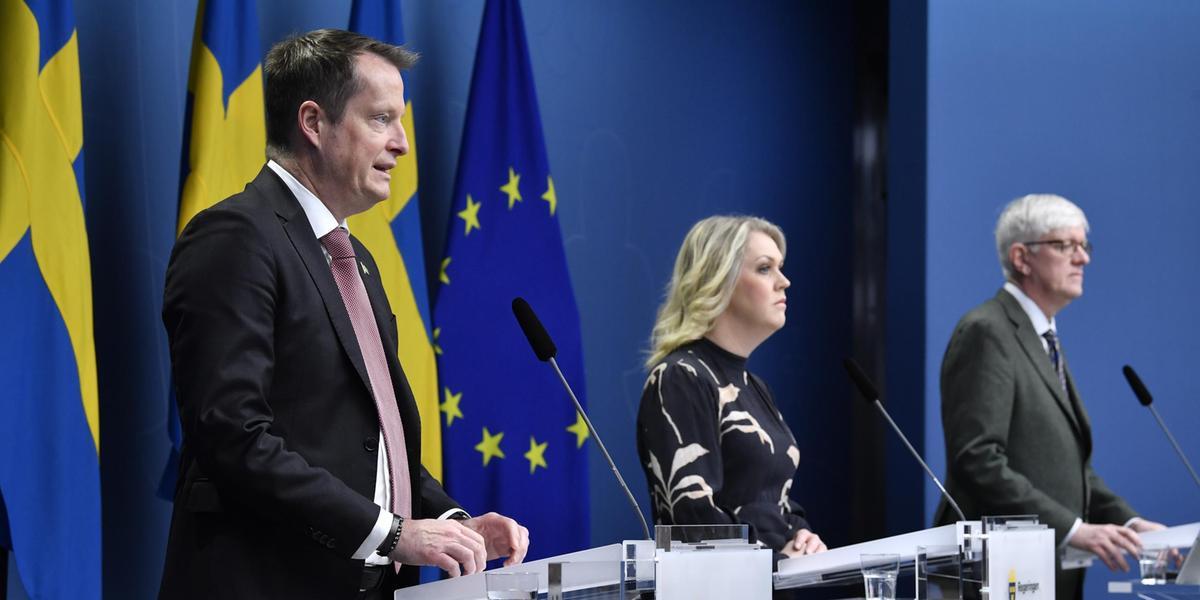 Regeringen håller presskonferens