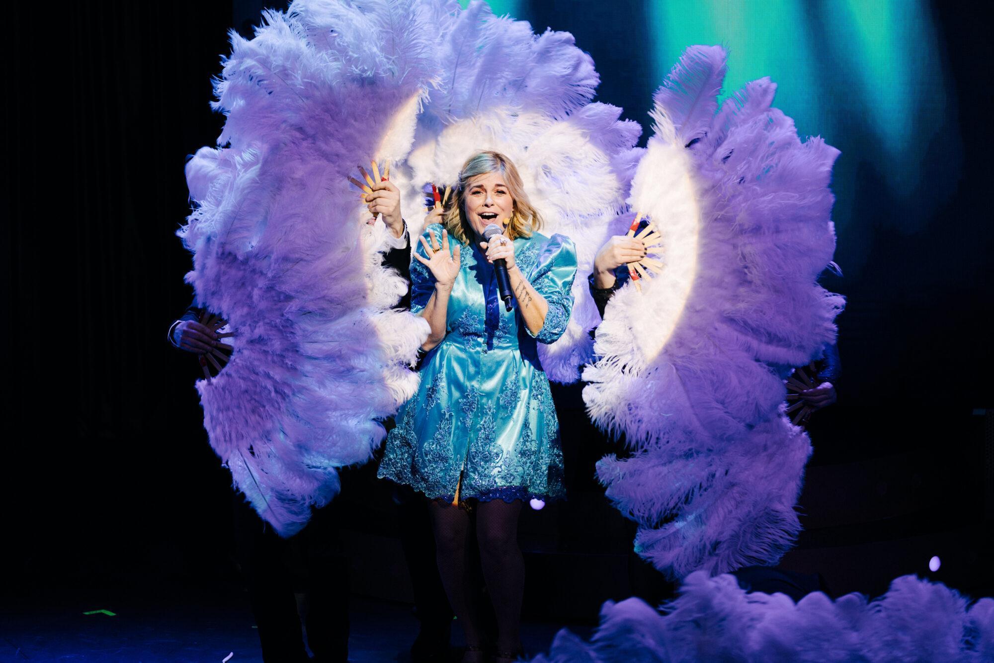 Pernilla Wahlgren tar sin show till Partille arena