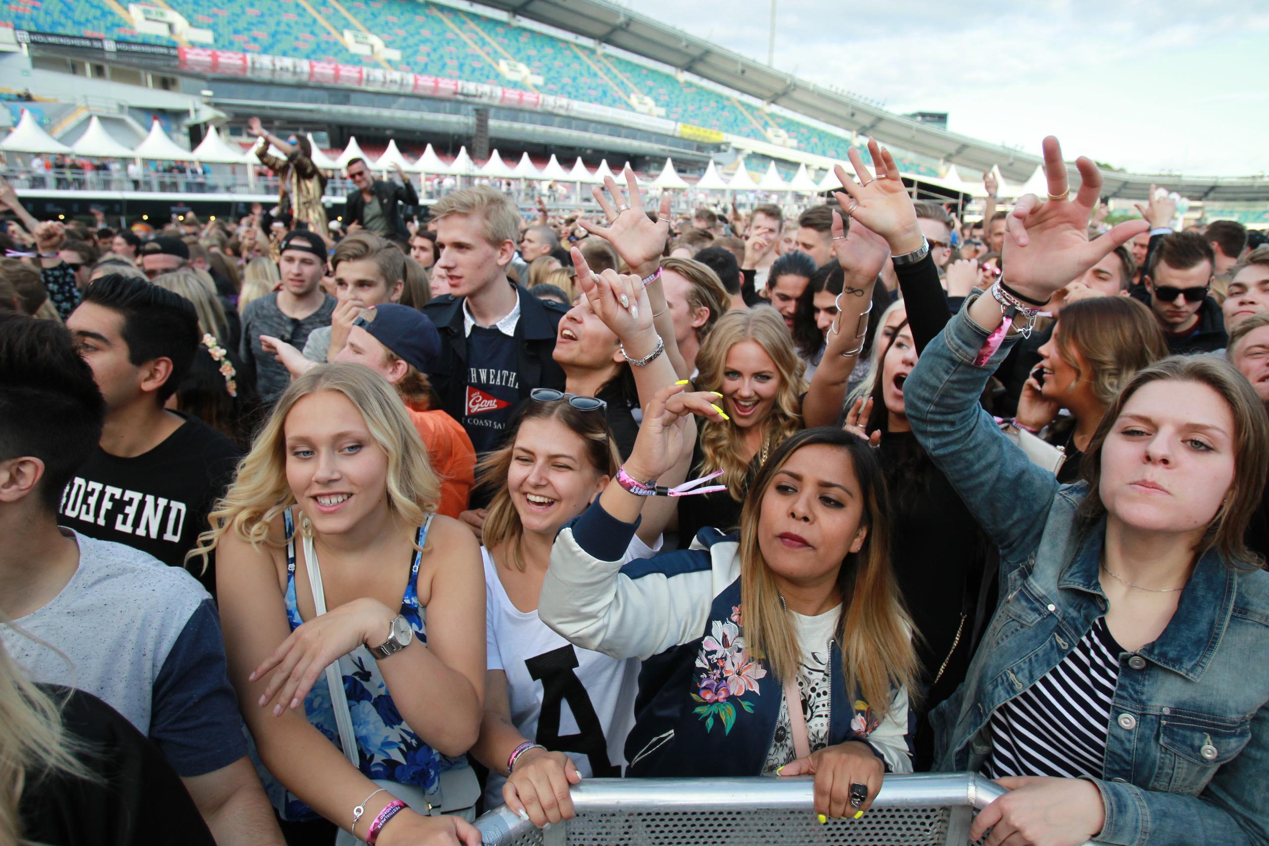 Svenska konsertbesökare gör tummen upp för vaccinpass