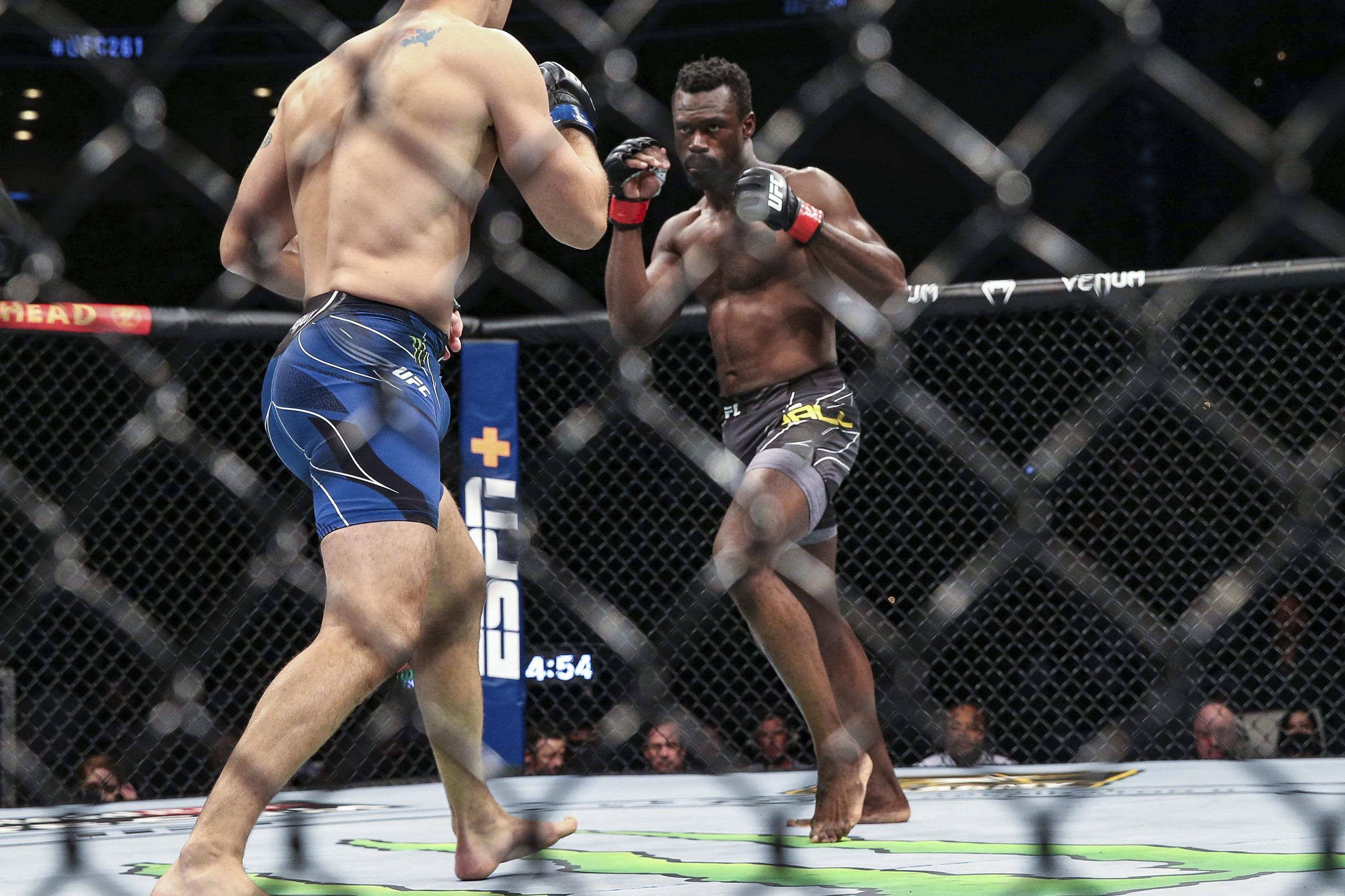 UFC-stjärnan opererad efter skräckolyckan