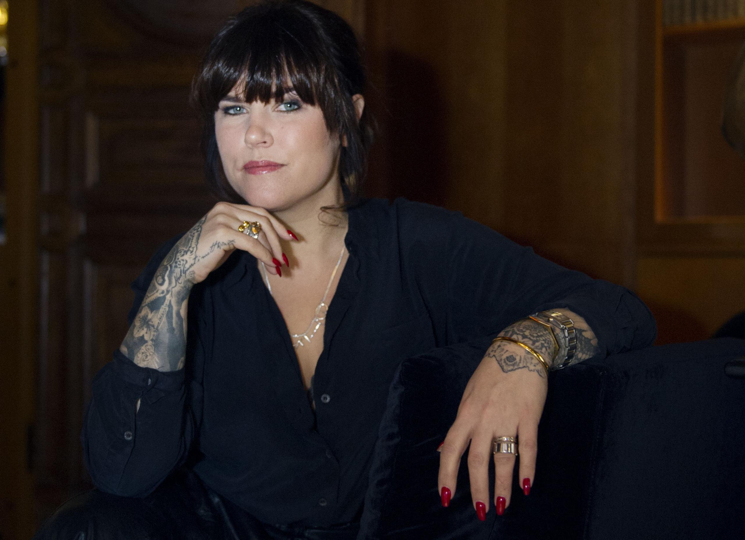 Mia Skäringer om utsattheten som kvinnlig komiker