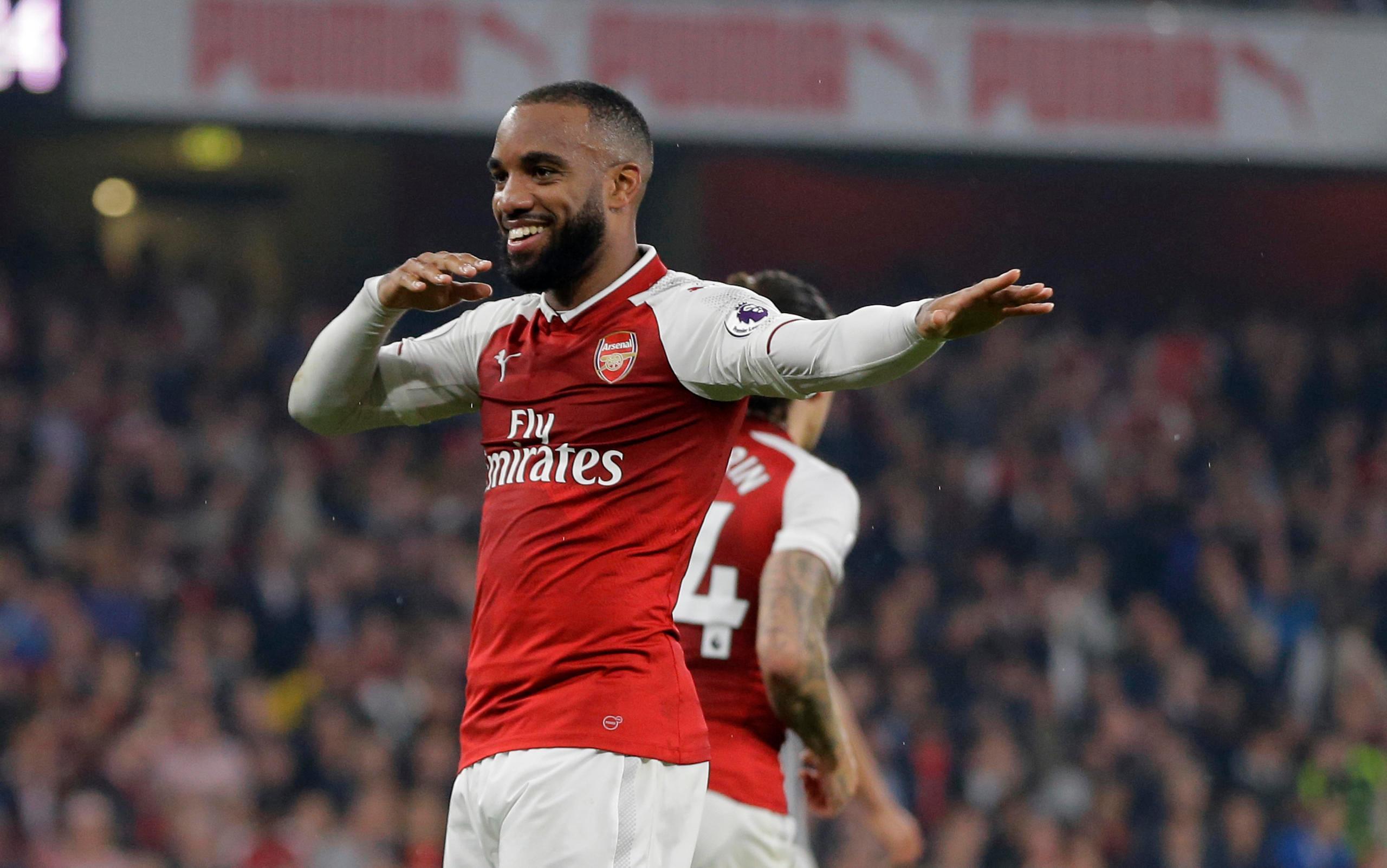 Dubbel av Lacazette lyfte Arsenal