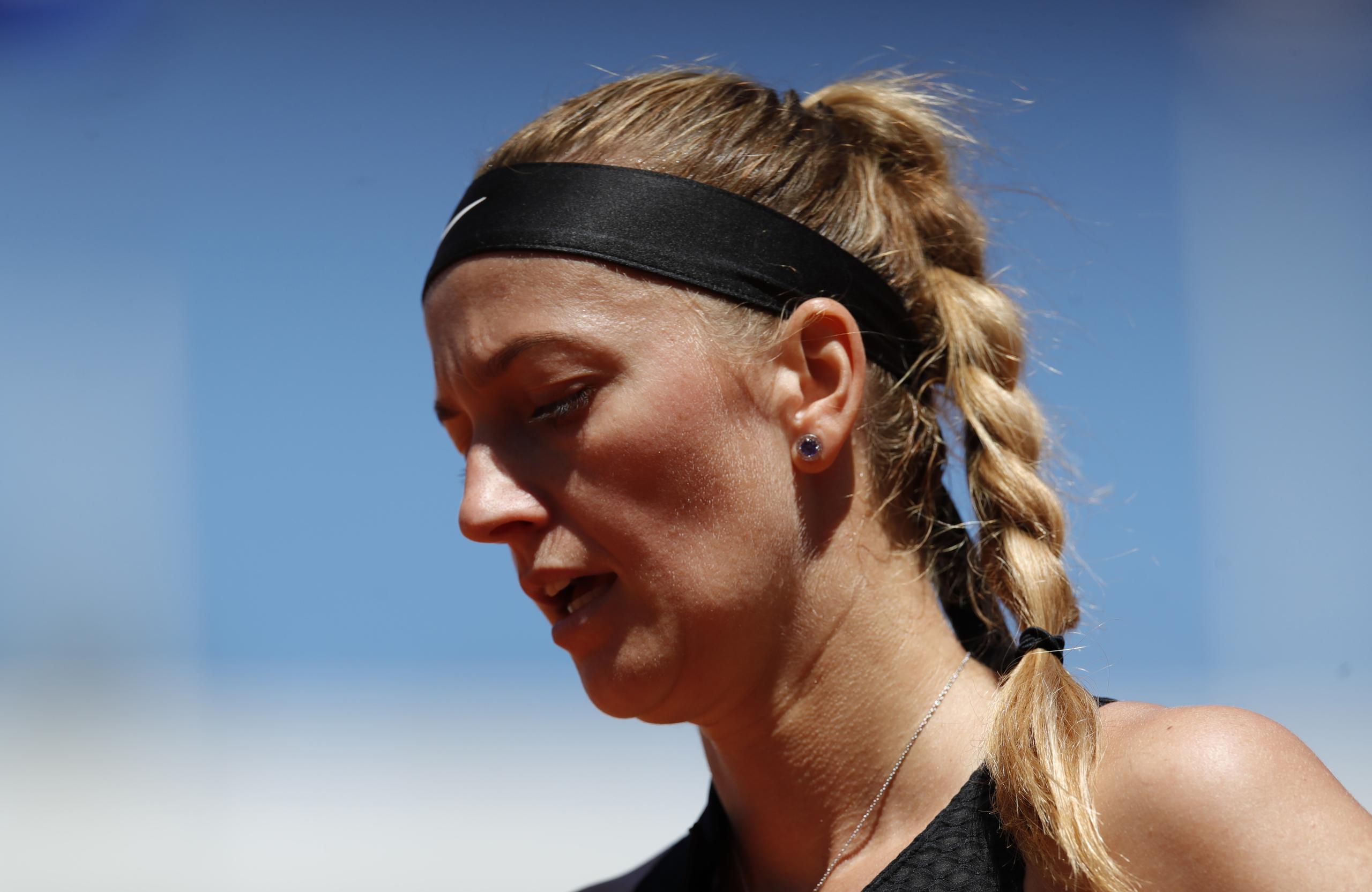 Petra Kvitová drar sig ur Franska öppna – skadad på presskonferens