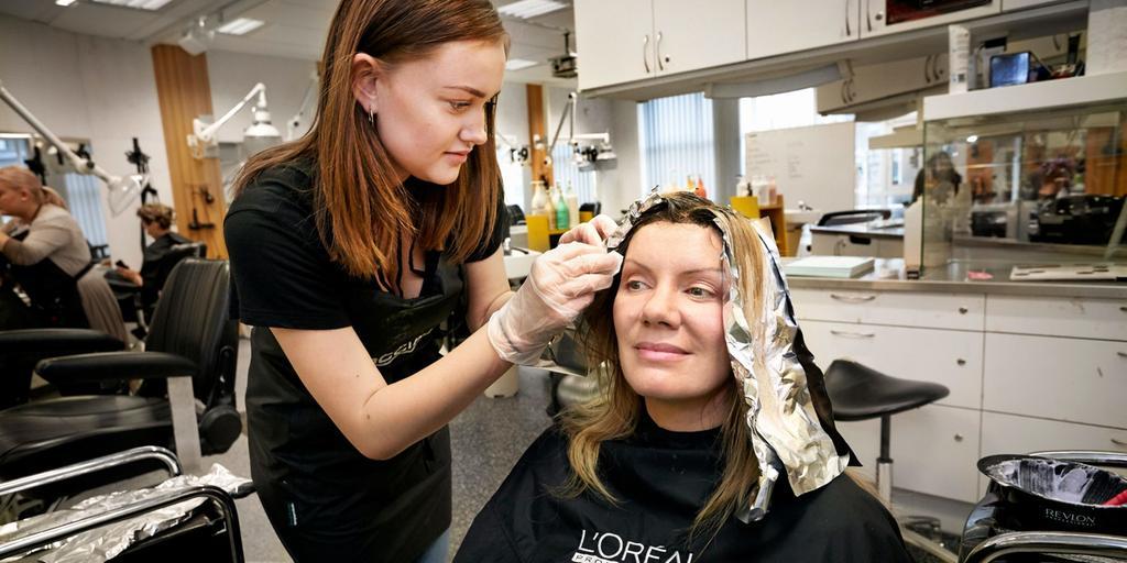 burgården frisörskola priser